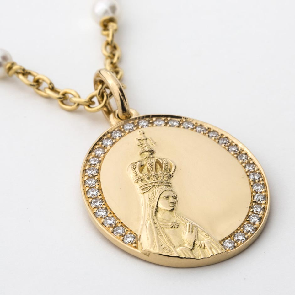 Medallion of the New Millennium with the image of Our Lady of Fátima