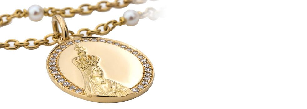Medallion of the New Millennium with the image of Our Lady of Fátima. Gold, diamonds and pearls